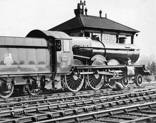 4-6-0 Castle class locomotive. Built 1926