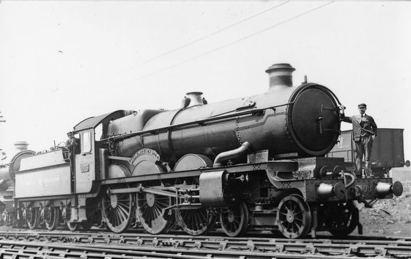 4-6-0 Castle class locomotive. Built 1927