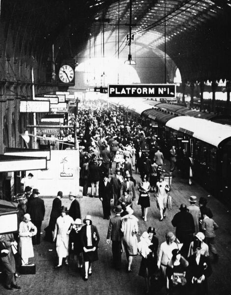 Crowds gather on Platform 1 of Paddington Station in August 1929