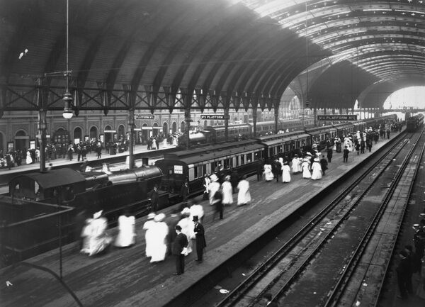 Passengers board Windsor Royal Garden Party trains on Platform 5 at Paddington Station in 1913