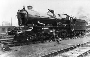 Loco staff cleaning No 6014 King Henry VII, c1930