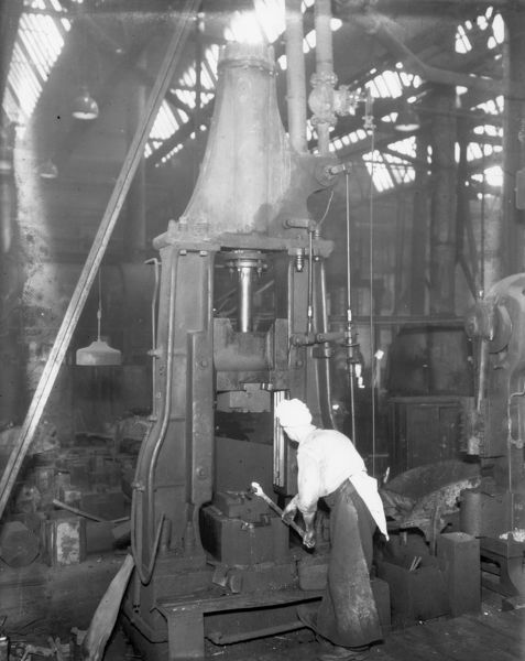 Operating a steam hammer