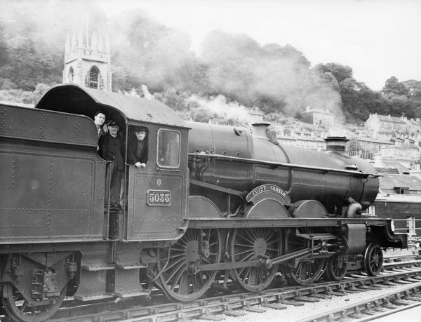 4-6-0 Castle class locomotive. Built 1935