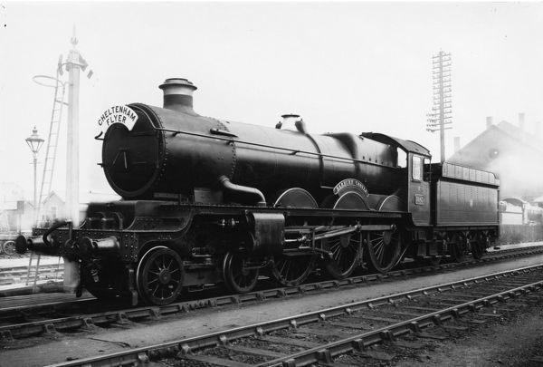 4-6-0 Castle class locomotive. Built 1936. Seen here on the Cheltenham Flyer run