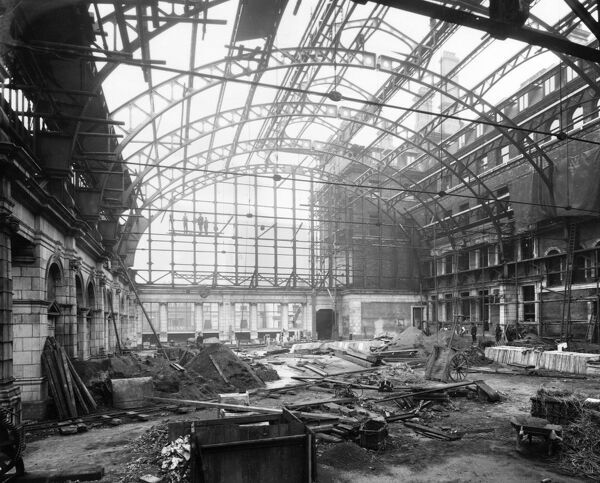 Between 1906 and 1912 the GWR took about re-designing and re-constructing the station. When it was completed it was a vision of Edwardian elegance. This image shows the development which was become the magnificent booking hall concourse