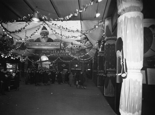 Centenary Christmas Decorations in The Lawn at Paddington Station, 1935. Note the entrance to the GWR Royal Hotel in the background