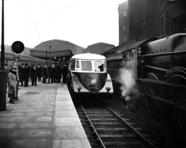 Built by AEC in 1933. Seen here waiting for its press run to Reading alongside No 6001 King Edward VII