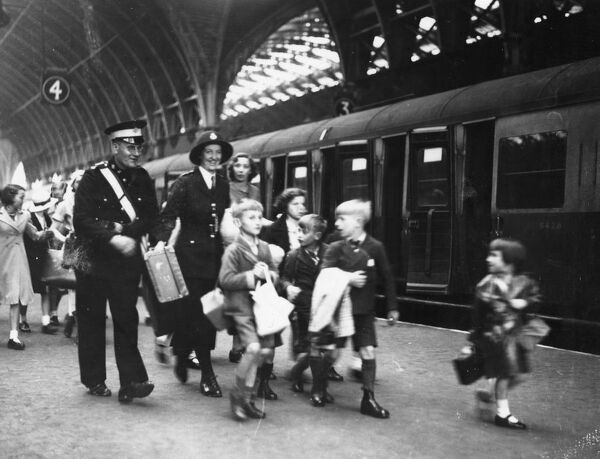 Evacuees at Paddington Station in 1939 #19929955 Framed Prints
