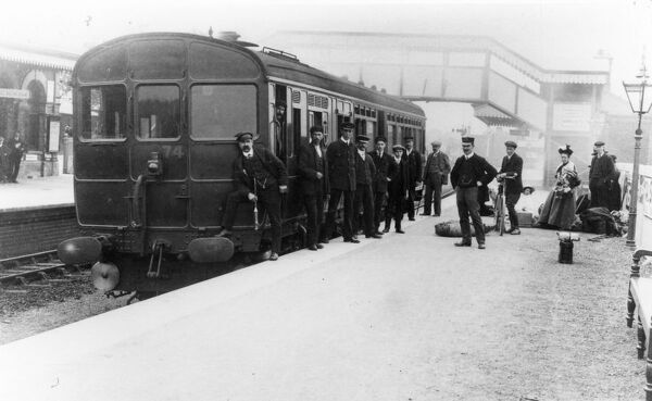 Steam Rail Motor Car at Hungerford station, about 1905