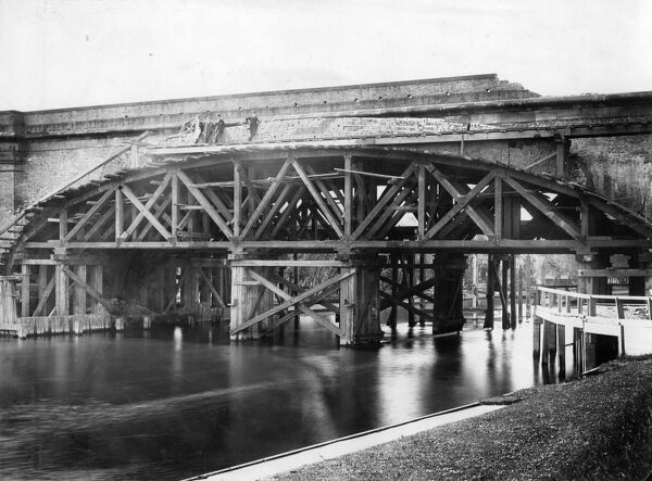 This image shows the widening of the bridge which took place between 1890-1893. The original bridge, designed by Isambard Kingdom Brunel, was built in the late 1830s. It has the flattest brick arch in the world