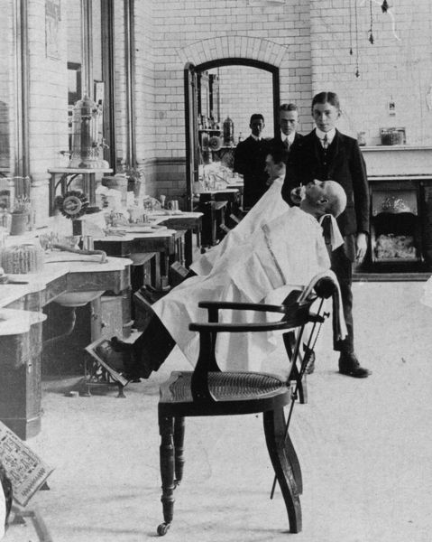 This hairdressing room was sitauted at the Milton Road buildings. The Medical Fund Society in Milton Road housed swimming baths, Turkish and Russian Baths, a dispensary and a dentist. It was built in 1892