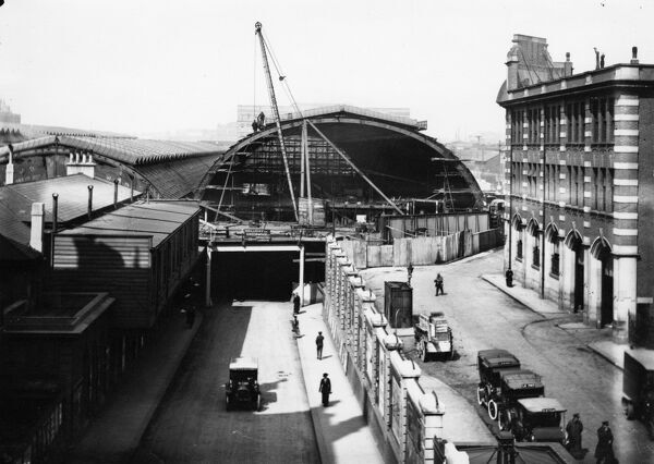 Work began in 1913 to construct a new roof span for the Station. This image was taken in 1916 when the work was quite far progressed