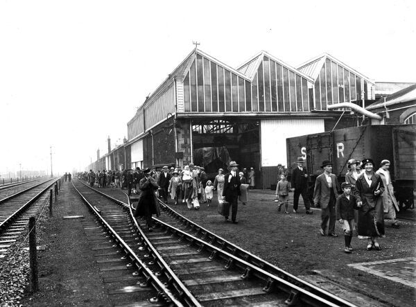 Swindon Works staff and families making their way to board Trip Trains in 1934