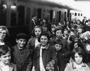 Child evacuees on Maidenhead station, 1939
