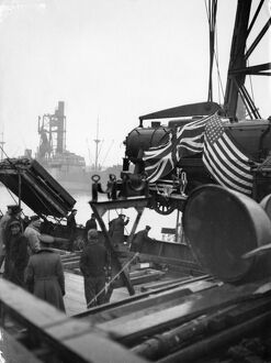 Discharging American locomotives at the GWR Docks, Cardiff, 1942
