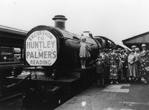 Excursion train to Huntley and Palmer's in Reading, August 1934