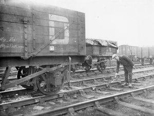 Goods shunter laying a skid in front of wagon, 1934
