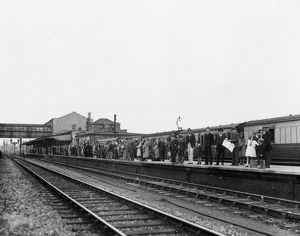 Holidaymakers on Swindon Station, c.1930