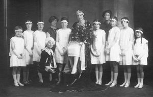 Railway Queen Mabel Kitson with her attendants 1927