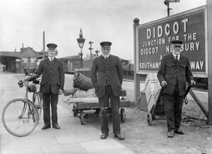 Retired staff returning to work at Didcot Station, 1917