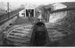 places/tracks/turntable ilfracombe engine shed 1950s